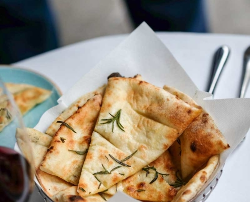 5 Easy and Inexpensive Meals to Make with Pitas